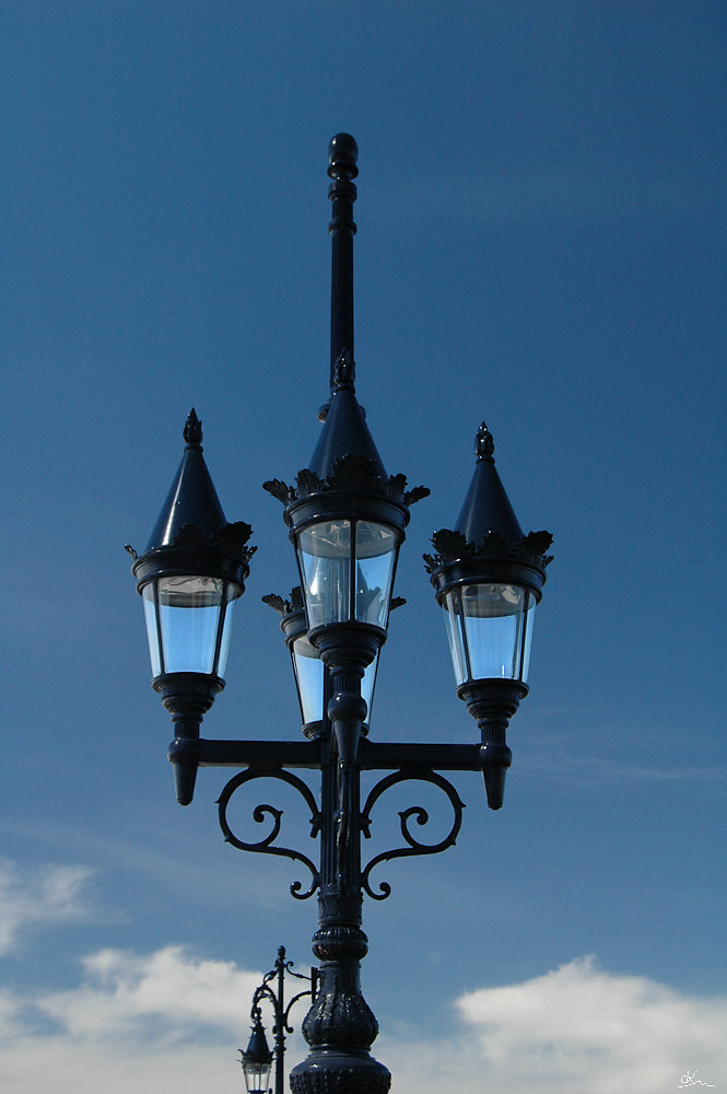 Lampadaire sur le pont de pierre